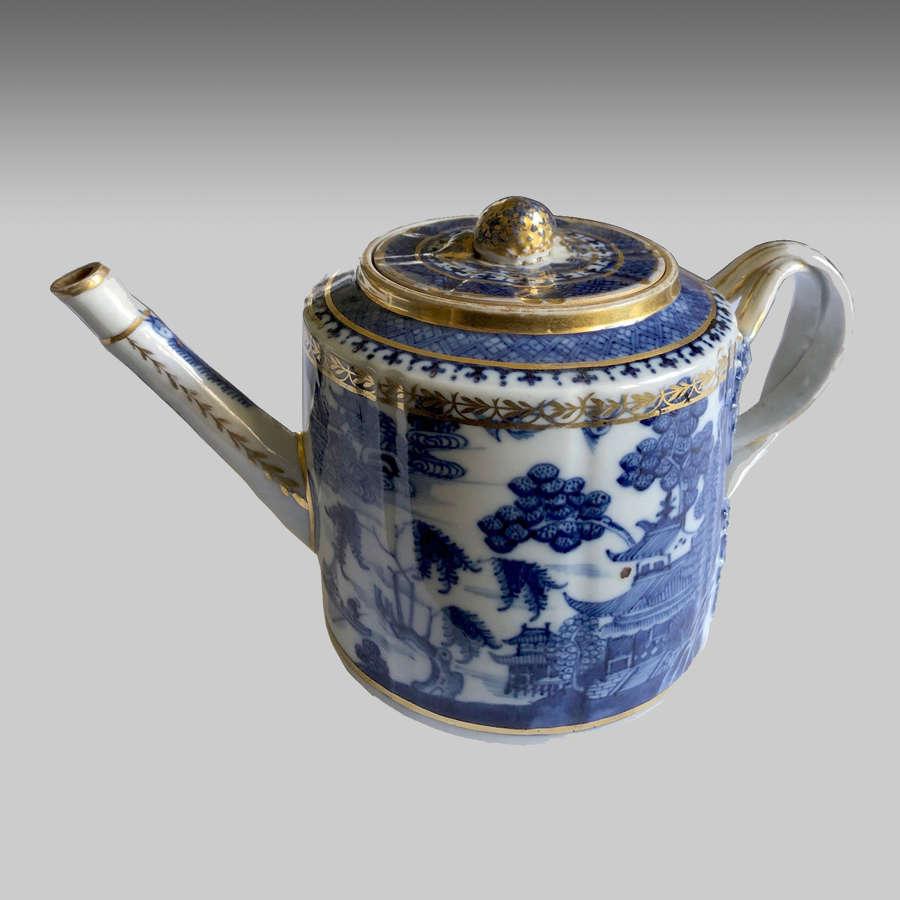 18th Century Chinese Export Nanking Porcelain Teapot