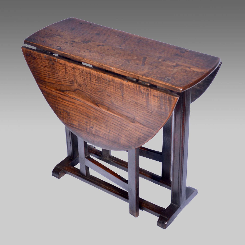 17th century small oak platform gateleg table