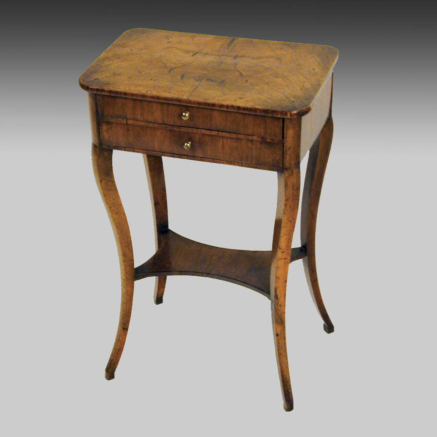 Small 19th century walnut centre table
