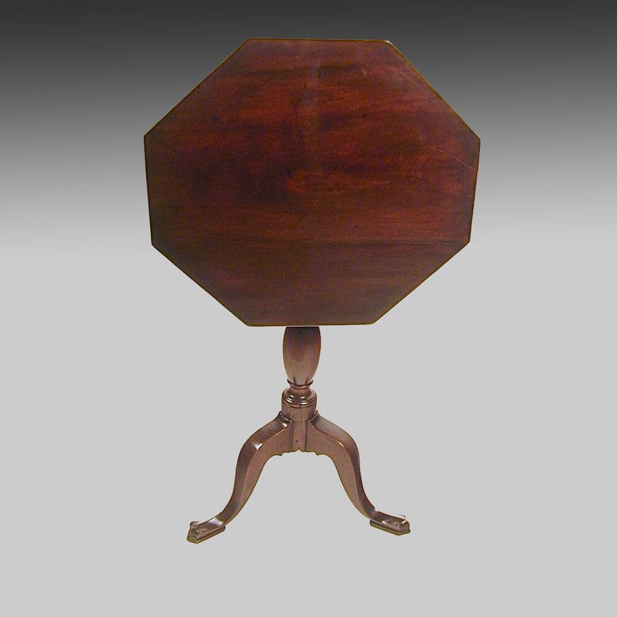 Small Georgian mahogany tripod table