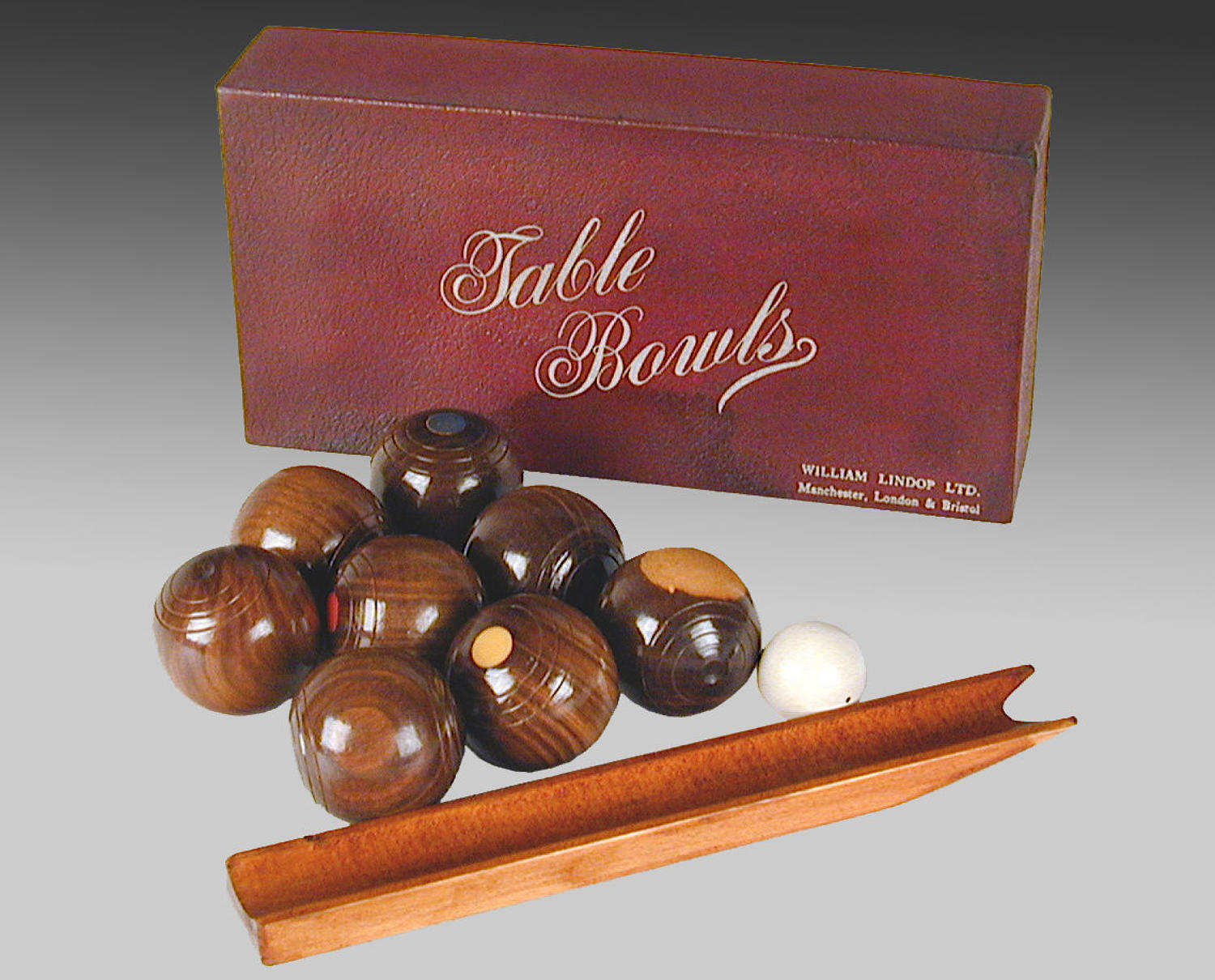 Vintage boxed set of lignum table bowls