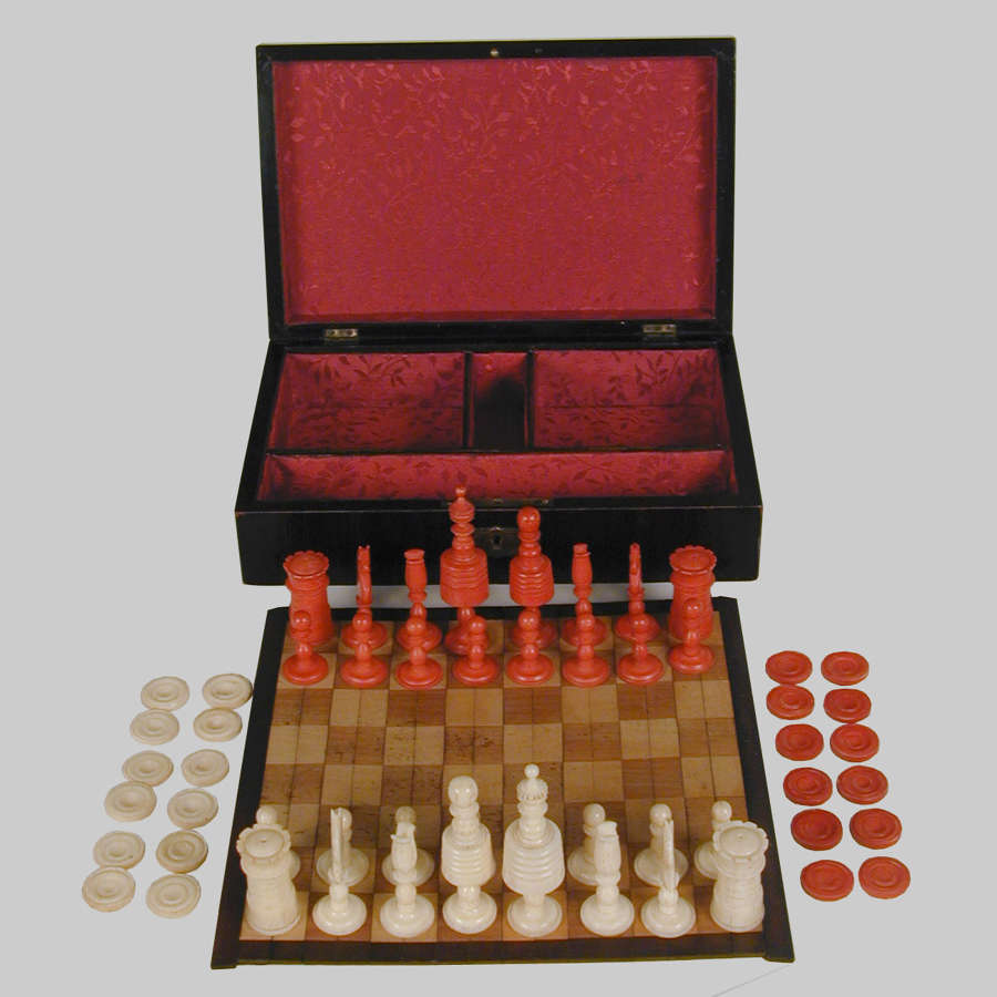 Vintage boxed travelling chess & draughts set