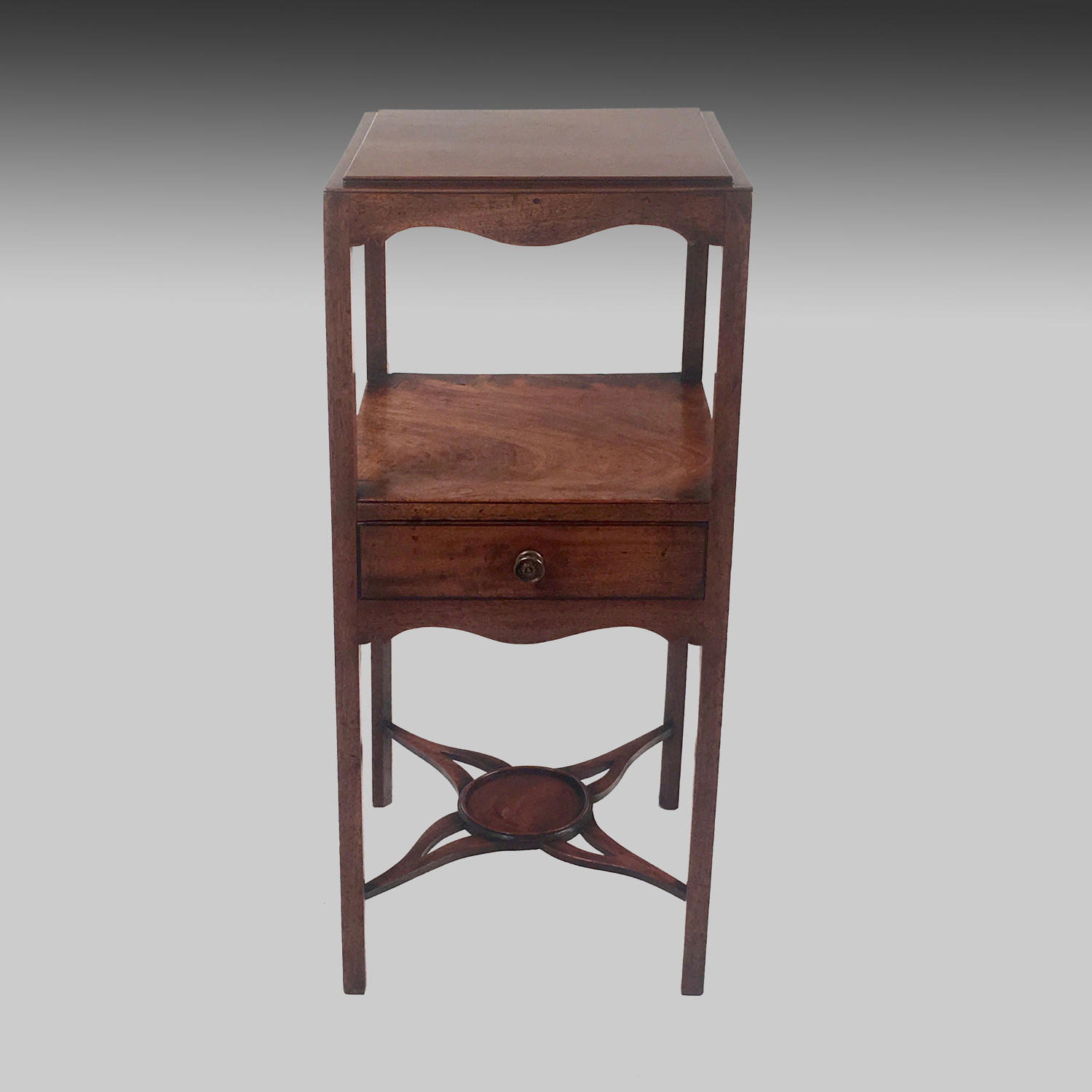 Small Georgian mahogany washstand