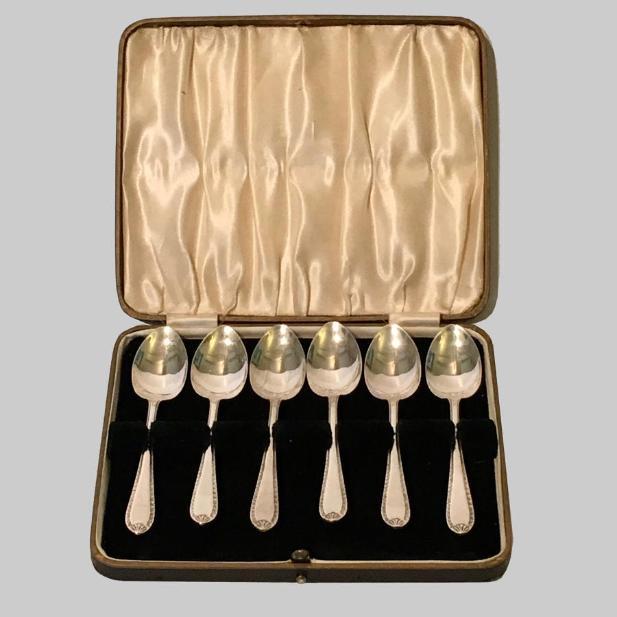 Vintage boxed set of six silver teaspoons