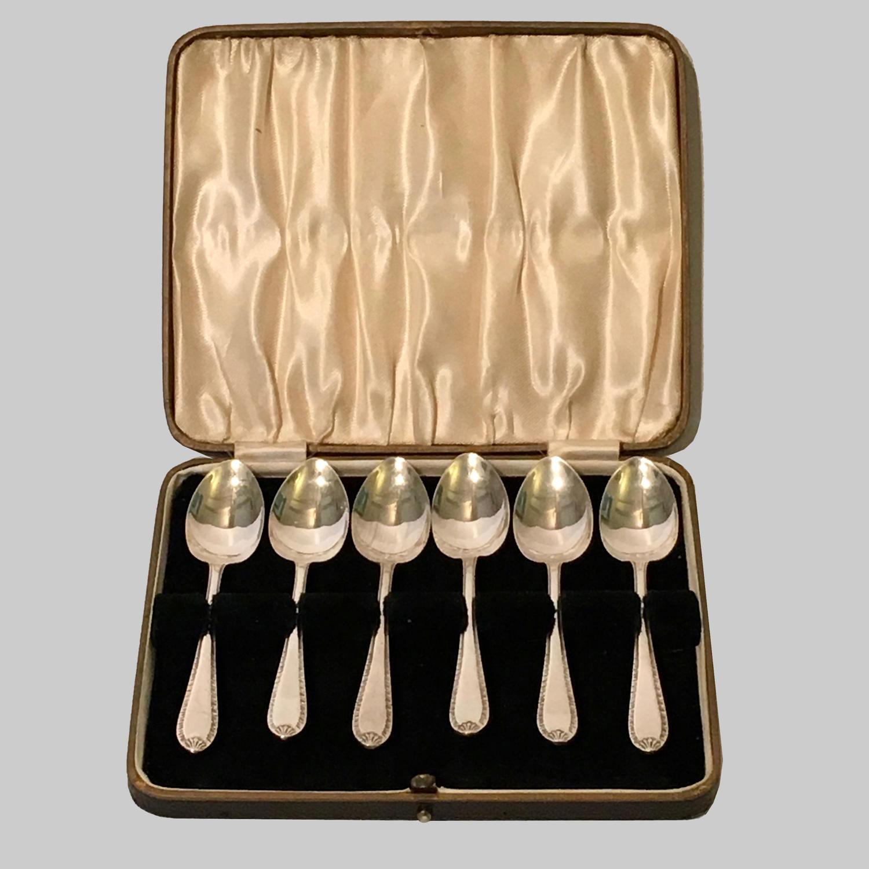 Vintage boxed set of six silver teaspoons